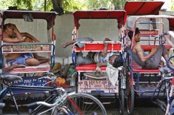 932f14c149f95d6f8d4d1d04b364232f 620x412 El calor acabando con la gente en la India