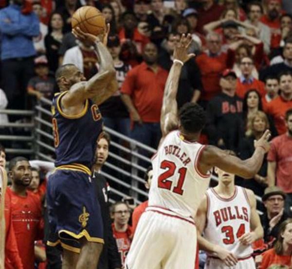 image176 Dramático canasto de LeBron James da victoria a Cleveland sobre Chicago