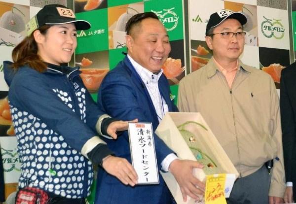 image533 Subastan en Japón dos melones por US$12,400.00