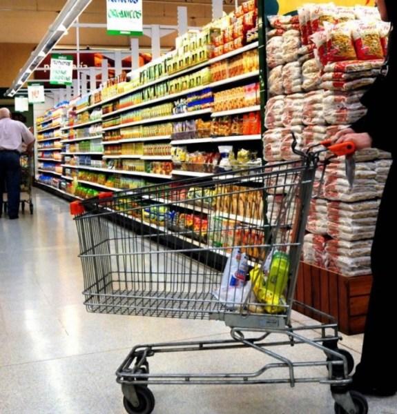 image561 Pese aumento salario mínimo, el más alto cubre 20% canasta básica