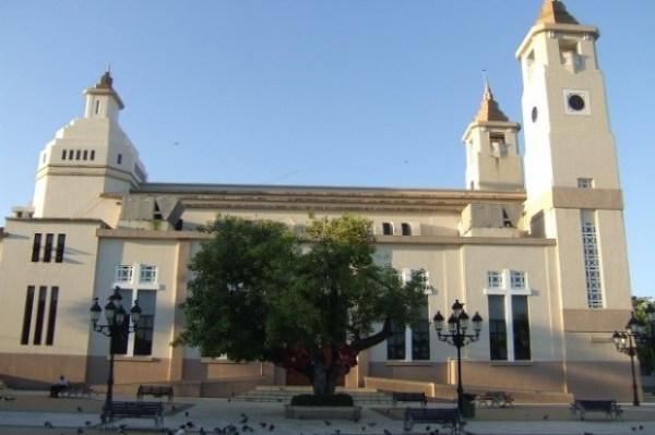 image586 Tipo se roba la limosna de catedral de Puerto Plata