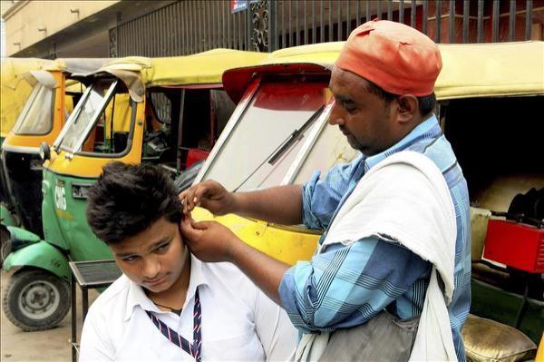image618 Oficio pendejo: limpiador de orejas