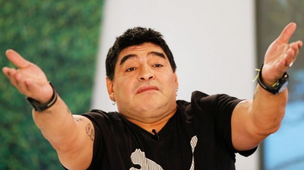 image678 Maradona gozando por arrestos dirigentes FIFA por corrupción