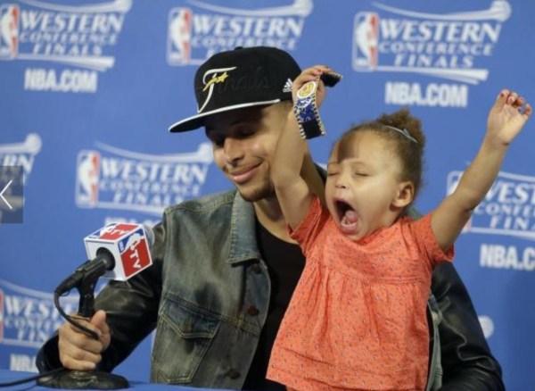 image710 NBA   Hija de Stephen Curry se roba el show de nuevo