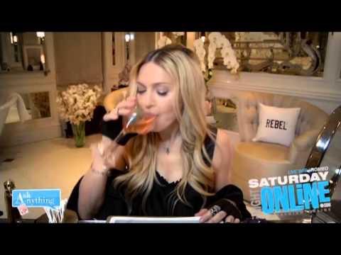 image97 Video   Ratón en entrevista de Madonna con sus fans
