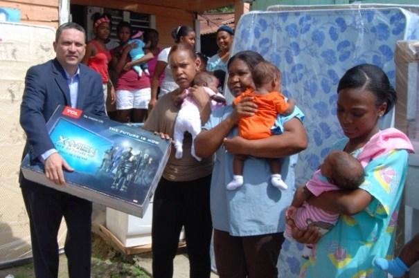 img 9554 Gobierno entrega ayuda a madre de quintillizos