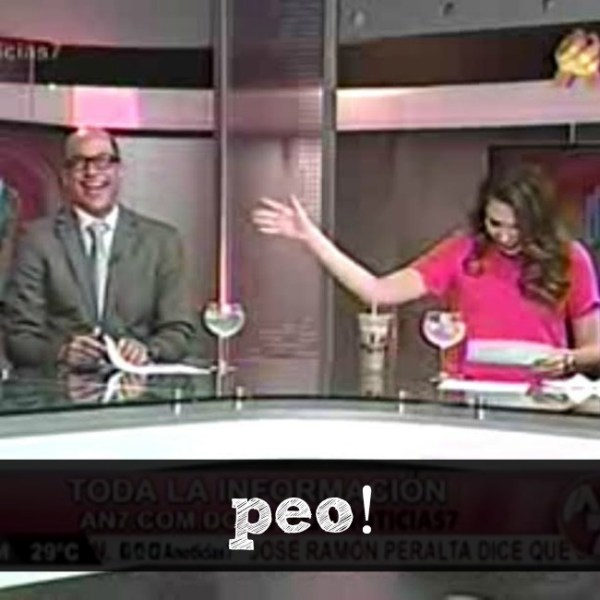 peoppeo Video   Se le sale un peo a presentador dominicano