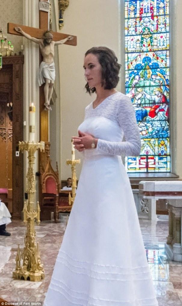 virgen Fotos   La virgen de 38 años que acaba de casarse con Jesucristo