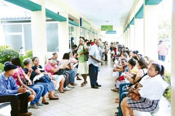 pacientes hospitales Perdonan deuda a un tro de pacientes hospitales [RD]