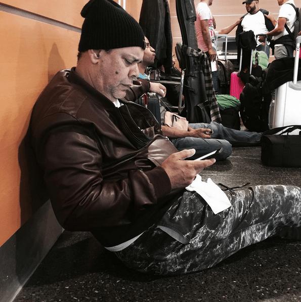 villalona Villalona cogiendo su pela en el aeropuerto