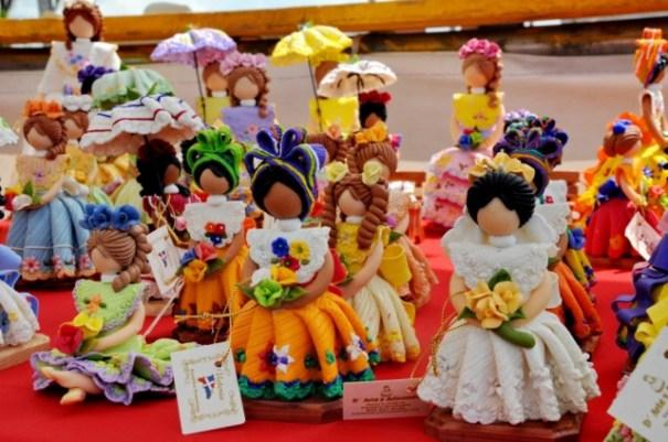 miles de familias se mantienen de la artesania criolla Miles de familias se mantienen de la artesanía criolla