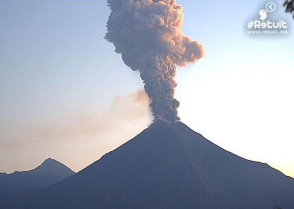 volcan-lanza-columna-ceniza-de-dos-kilometros-de-altura