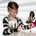 bboy Controversial anuncio muestra un niño jugando con Barbie