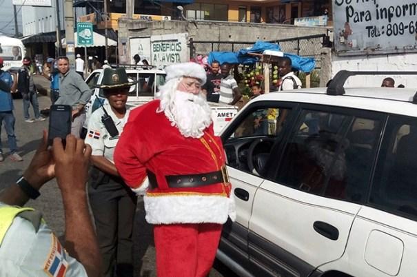 santa claus Santicló arrestado en Santo Domingo