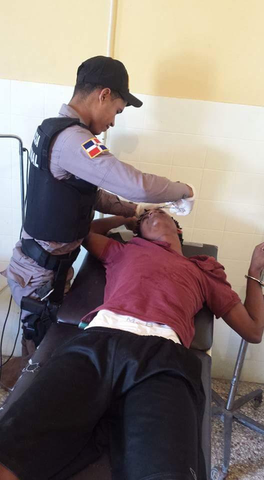 policia solidario Foto – Policía dominicano solidario