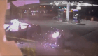 Carro explota en gasolinera de NY