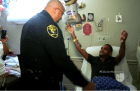 Policia abrazo Orlando
