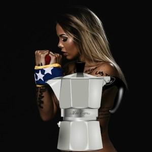 protesta Venezolana aplatanada protesta desnuda por su país