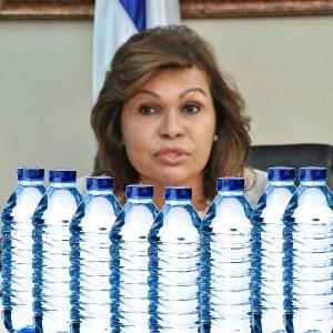 agua Campaña recauda dinero para botellas de agua de la Senadora