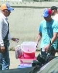 venezolanos en rd Profesionales venezolanos vendiendo en calles de RD