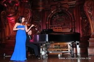 dsc 8820 Violinista Aisha Syed en la apertura de la XI Feria del Libro de Lawrence