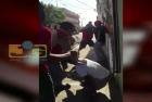 santiago7 Video: Les dan a dos haitianos hasta con el cubo del agua