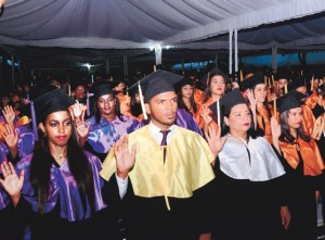 uasd2 1,509 nuevos profesionales ''pa' la calle'' en RD