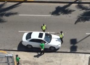 amet1 Video del Amet apuntando a conductor con pistola
