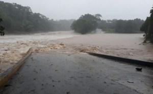 inundaciones rio lluvias Lluvias continúan causando estragos en RD