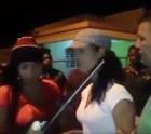 mujeres Video: Mujeres acusadas de 'abimbar' hombre pa' atracarlo