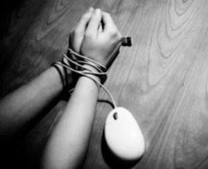 """junkie1 300x244 Otro adolescente se suicida """"inducido"""" por red social; van 5 [Tecno]"""