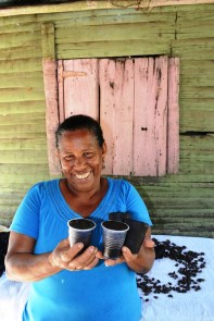 Doña nena y su cacao - - Fotos por Timoteo Estevez - www.remolacha.net