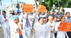 huelga medicos 300x160 RD `ta graduando más médicos de lo necesario