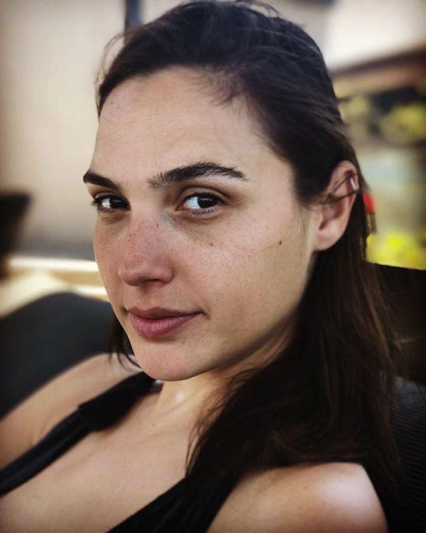 Gael Gadot 2 600x750 Así se ve La Mujer Maravilla sin ferré en la cara