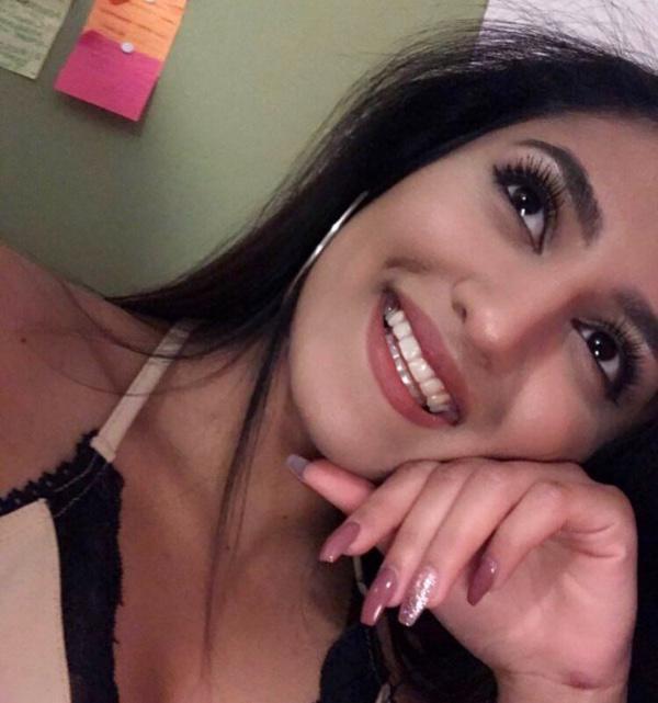 Resham Khan 600x641 Aspirante a modelo atacada con ácido en su 21 cumpleaños; primo en coma
