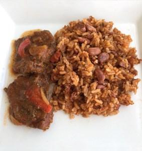 comida 1 283x300 Comida de las 12: Moro de habichuelas con carne de res guisada