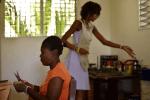 haitianas 150x100 Haitianas convierten el jabón usado a nuevo