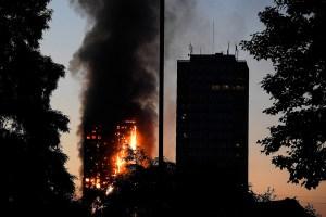 londres 300x200 Gran fuego en Londres: Bebé sobrevive tras ser lanzado por una ventana