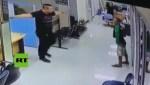 policia 150x85 Video: Policía convence asaltante y lo abraza