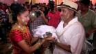 Alcalde mexicano 300x169 Video   Alcalde mexicano se casa con un cocodrilo