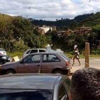 Jeva encuera en carretera de Brasil; conductores loquitos