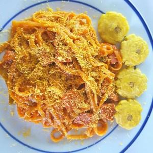 Espaguetis 300x300 Comida de las 12: Espaguetis con salami y tostones