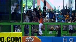 Marcell Ozuna 300x169 Impresionante: Marcell Ozuna se roba jonrón (video)