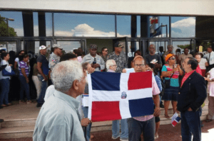 RD 4 300x199 Protesta contra entrada descontrolada de haitianos