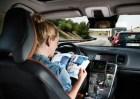 autos autonomos abejorros 1024x724 300x212 ¿Son seguros los vehículos autónomos con una persona al volante?