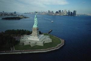 estatua libertad 300x200 4 de Julio: Reflexión sobre el aporte de los inmigrantes en EEUU