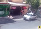 Bonao 1 300x214 Video   Se ñampea hasta el maniquí en tienda de Bonao