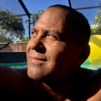 Tony Dandrades sobre El Pachá