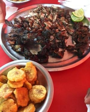 fritura 300x375 Fritura Friday: Bofe, carne salada, longaniza, cuerito y tostones