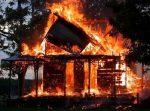 incendio 150x111 Fuego acaba con un taller y dos casas en Puerto Plata